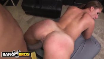Horny Denisa Peterson gives blowjob and swallows in the car