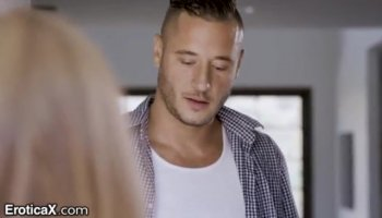 Stripper is delighting hotties with his sexy acts