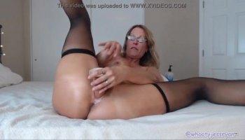 Woman Pleasures The Steamy Fingering